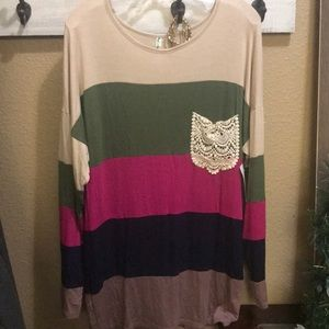 Top Size L. Multi color with knitted pocket.